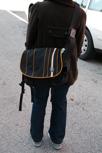 Crumpler-Sticky-Date-Stripe-Laptop