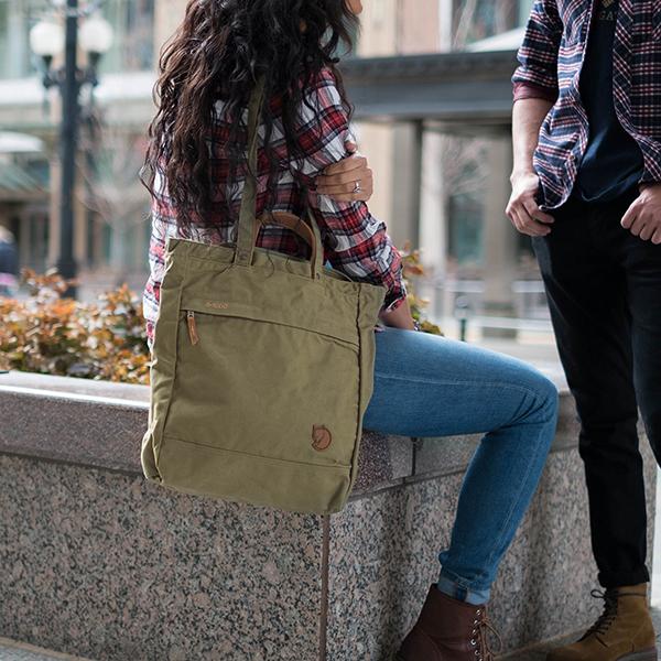 3 mẫu túi xách cần có của những tín đồ thời trang 6