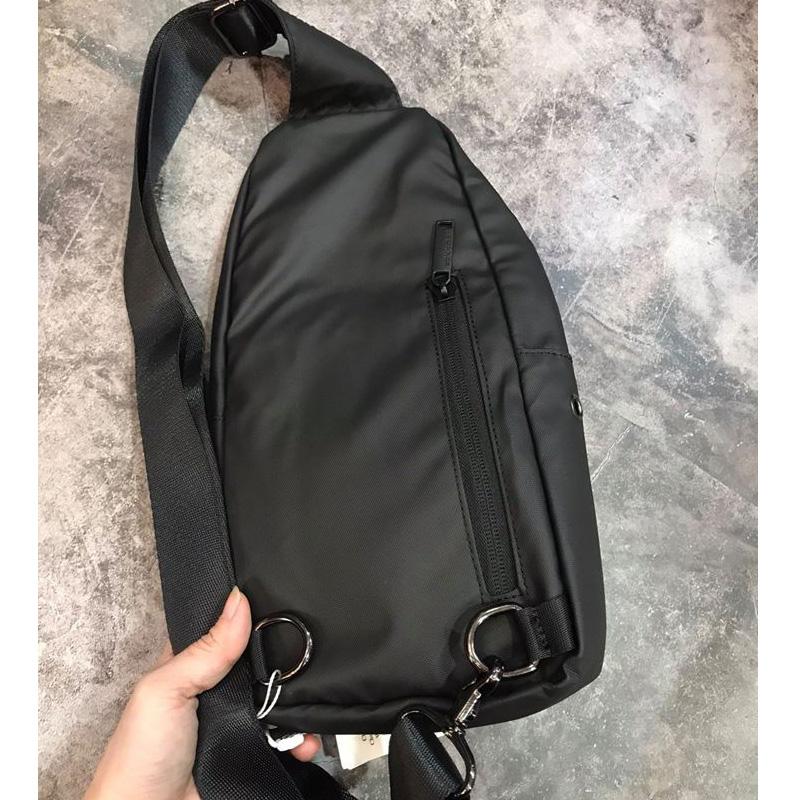 ARCTIC HUNTER Crossbody Bags