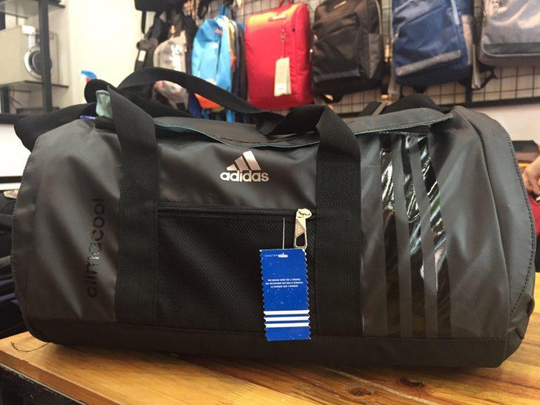 Mang cả thế giới trên vai cùng túi thể thao Adidas 6