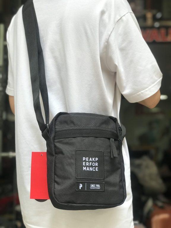 Review mẫu túi đeo chéo Peak Performance Andy Bag hot hit mới nhất hè 2020 5