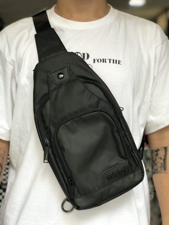 Tự tin ra phố cùng balo đeo chéo Arctic Hunter Crossbody Bags 1